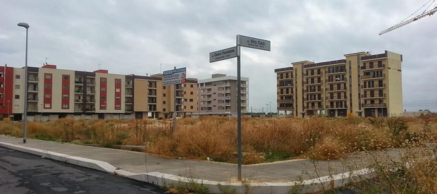 """Zona 167, bidoni condominiali senza chiave e i """"furbetti"""" scaricano lì"""