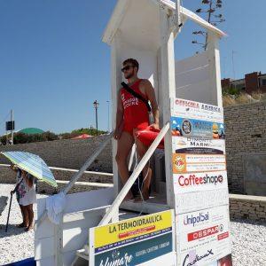 Attimi di panico alla seconda Spiaggia, malore per un giovane polacco. Interviene un bagnino della Baywatch