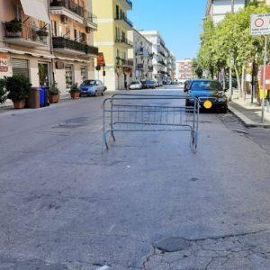 Finisce il mercato del martedì, ma la barriera (non a norma) in via Seminario non viene rimossa