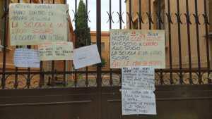 Scuole chiuse, monta la protesta delle mamme. Venerdì mattina sit in davanti agli istituti