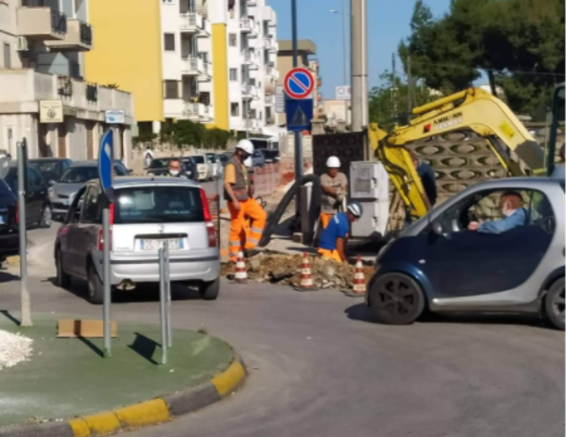 In via Fani un martedì da dimenticare: assenza di vigili e traffico in tilt