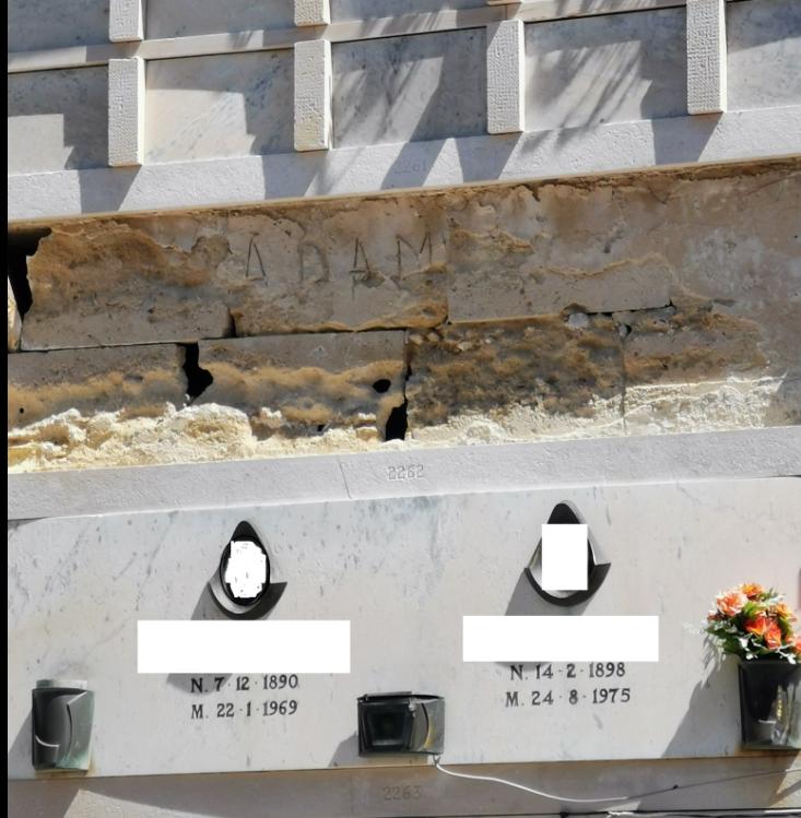"""Cimitero, segnalazioni: tra poco le bare saranno """"a vista"""", si intervenga con urgenza"""