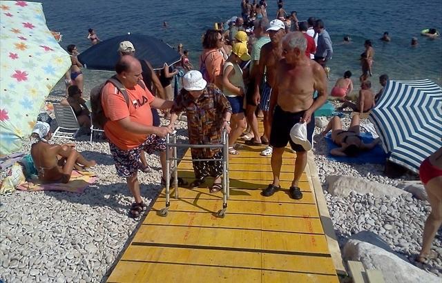 Ex assessore Catalano: «Metà giugno, la spiaggia per disabili non è stata ancora montata»