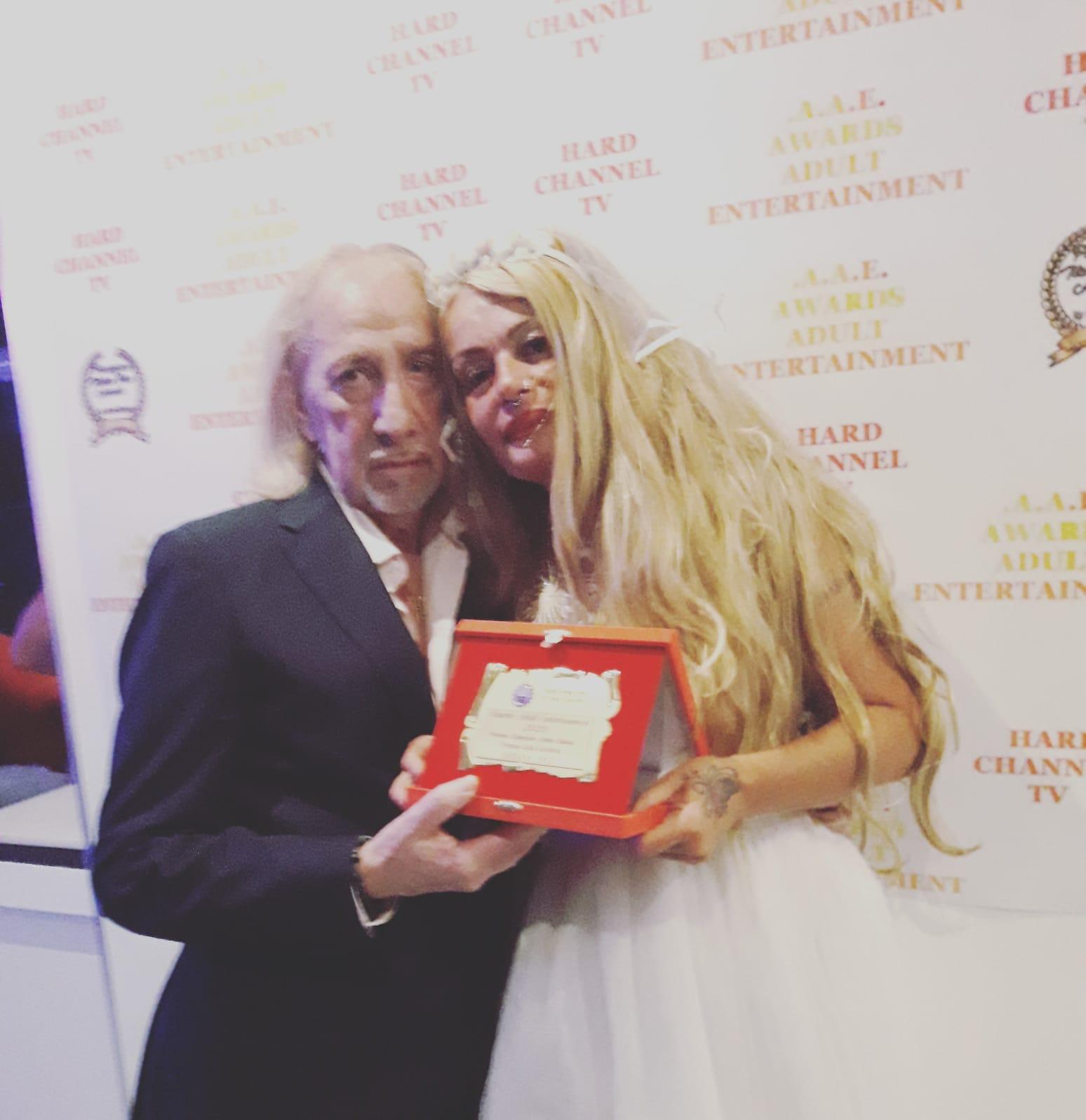 Premio alla carriera, dopo  30 anni alla pornostar Rossana Doll