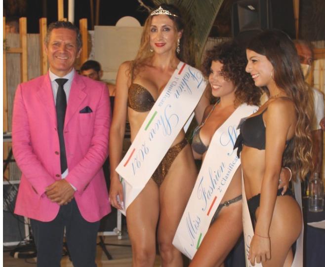 L'attore biscegliese Nicola Losapio premia Miss Fashion Show 2021