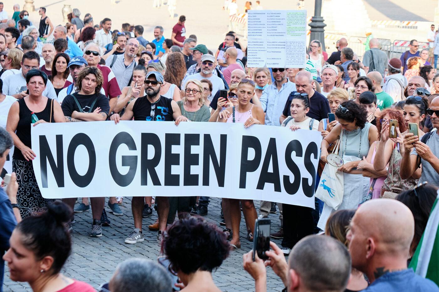 Covid: No Green pass pronti a bloccare stazioni pugliesi. Protesta anche alla stazione di Bisceglie