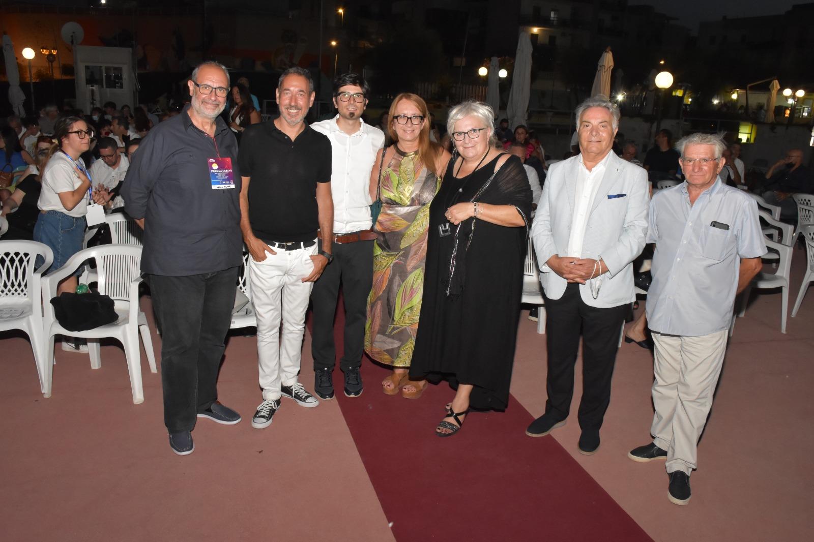 """Successo per le """"Dionisie Urbane"""" con Mingo, sul palco il teatro pugliese"""