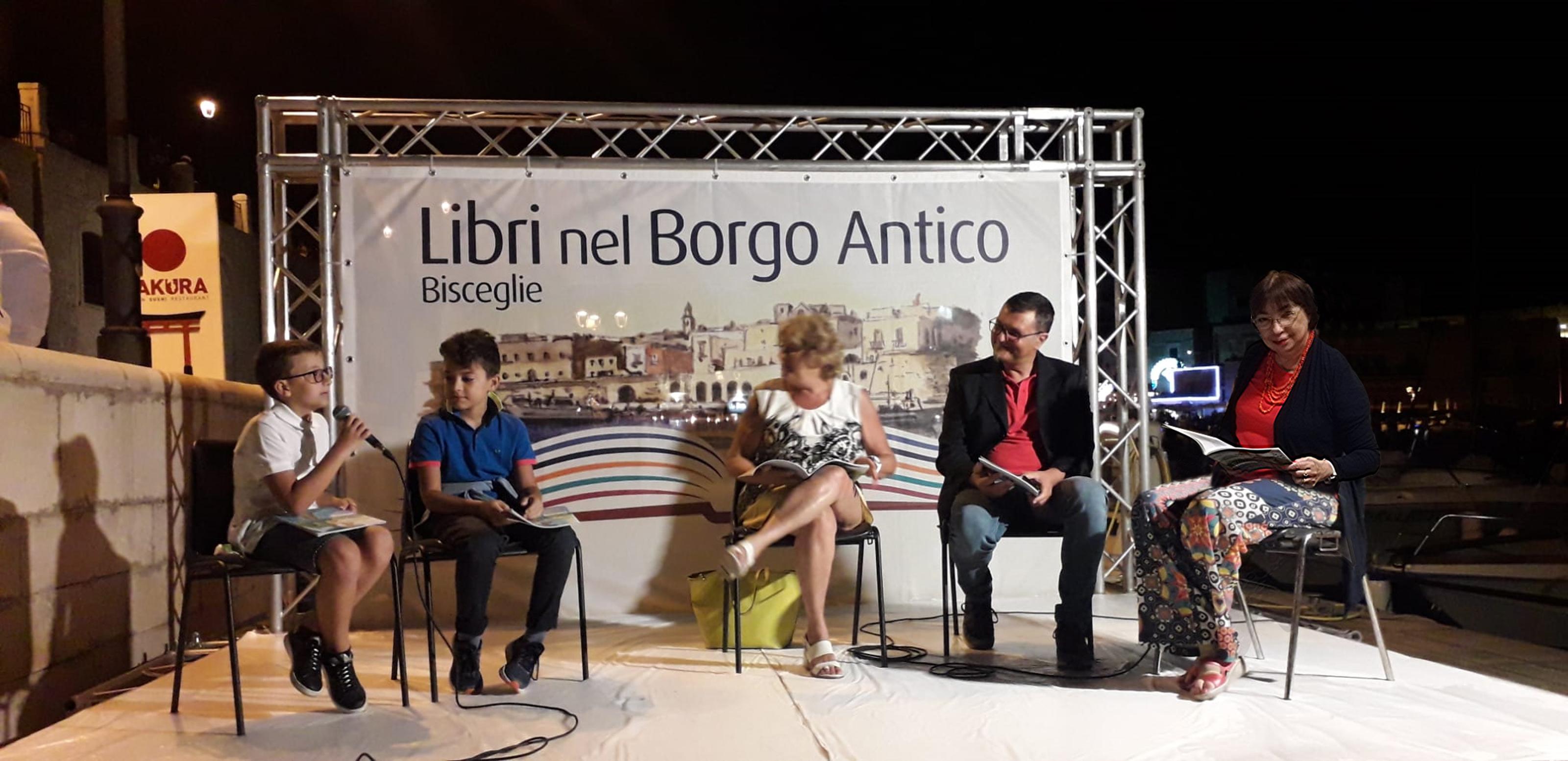 Educazione di qualità a Libri nel Borgo Antico. Il club per l'UNESCO di bisceglie ha proposto l'Autore Antonello Fiore