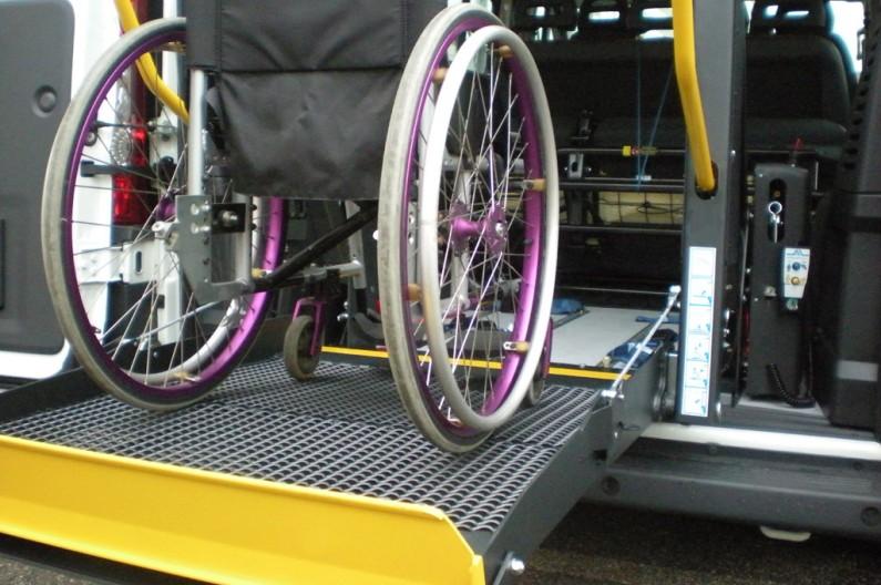 Trasporto scolastico per alunni con disabilità, come presentare istanza