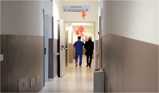 La denuncia della Cgil: nella Rsa di Andria 17 anziani e 6 operatori sanitari contagiati, tutti vaccinati